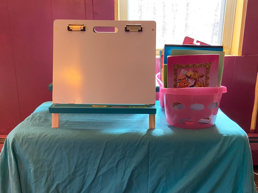 a DIY art desk for a toddler.
